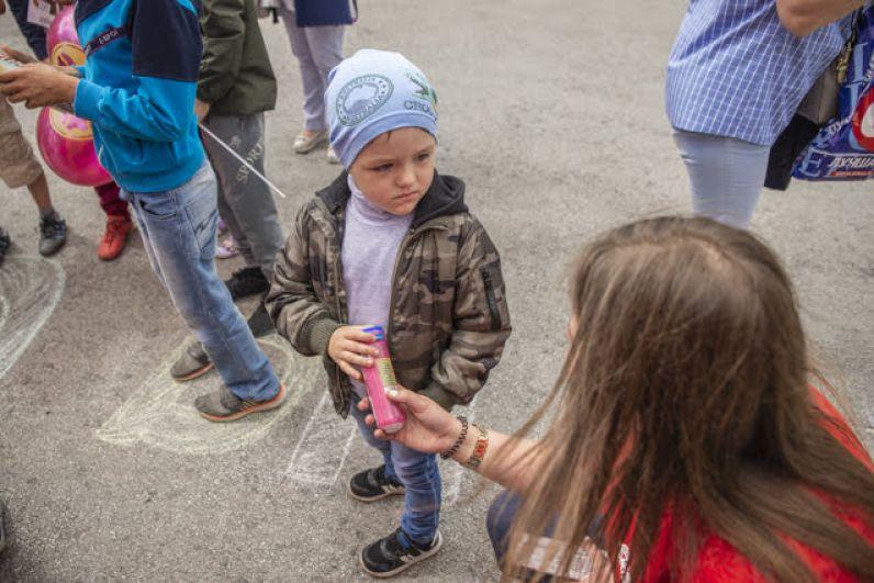 В этот день никто не ушел без подарка! Даже самые маленькие гости, где-то уступавшие в конкурсных заданиях более взрослым детям, получили приятные сюрпризы и массу впечатлений.