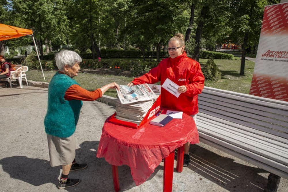 """По традиции, в День города на нашем празднике работала народная приемная. Обычно редакция """"Аиф-Новосибирск"""" устраивает ее по средам. Но в этот праздничный день, в воскресенье, любой желающий мог пообщаться с нашими журналистами и поделиться своими идеями, проблемами, историями и переживаниями. Многое из услышанного сегодня мы отразим в своих публикациях."""
