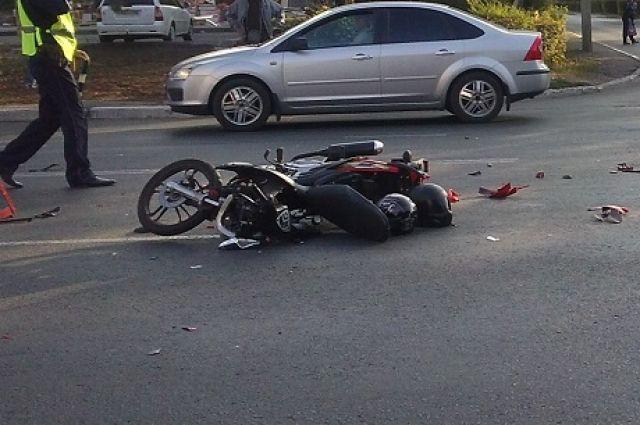 Авария случилась утром на перекрёстке.