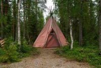 На днях новосибирские полицейские обнаружили лагерь нелегальных мигрантов в Каинской Заимке под Новосибирском.