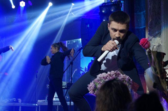 Популярный артист дал закрытый концерт на центральном стадионе в Сыктывкаре 29 июня.