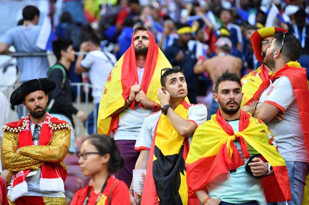 Испанские болельщики после проигрыша своей команды.
