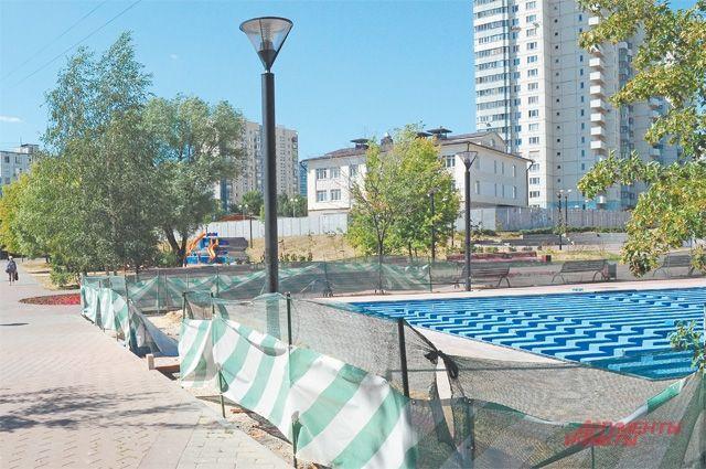 Работы по монтажу сухого фонтана – на финишной прямой.