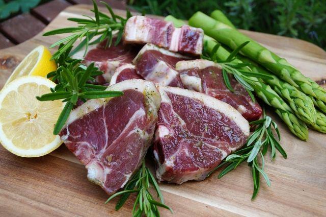 Жителям ЯНАО не рекомендуют употреблять жирное мясо