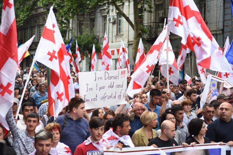 С момента начала протестов в Грузии митингующие просили отставки спикера парламента Ираклия Кобахидзе, который уже покинул свой пост.
