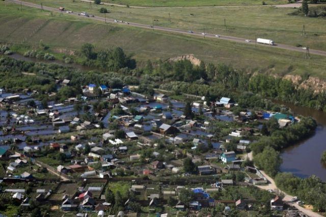 В зоне паводка оказались более 200 дачных участков и около 140 придомовых территорий, никто из жителей не пострадал