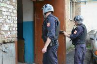 Росгвардейцы задержали правонарушителя по указанному адресу и доставили в дежурную часть полиции.