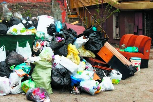 Тариф на вывоз мусора в Омске снова пересчитали