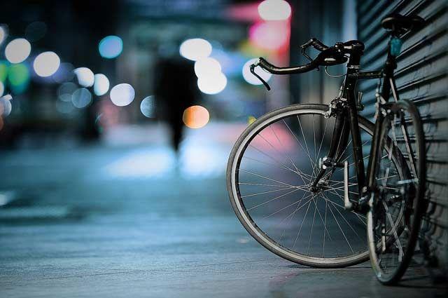 В Калининград велосипедист на тротуаре сбил ребёнка