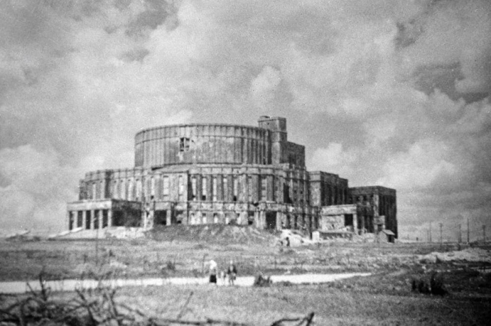 Здание театра оперы и балета Минска.