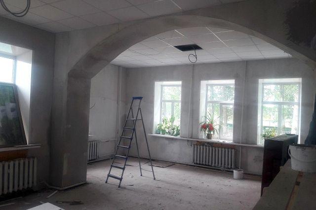 В Матвеевском районе в п.Кинель ведется ремонт сельского дома культуры.