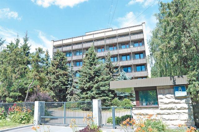 Шестиэтажный особняк, в котором в 70-е гг. прошлого столетия жил А. Н. Косыгин.