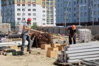 На ул. Карамзина строят детский сад, которых так не хватает в этом микрорайоне.