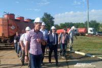 Глава Оренбуржья Денис Паслер работает в Переволоцком районе.