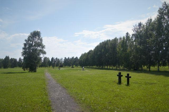 Огромное поле площадью 16200 квадратных метров в Предзаводском районе Кемерова – захоронение военнопленных японских и немецких солдат.