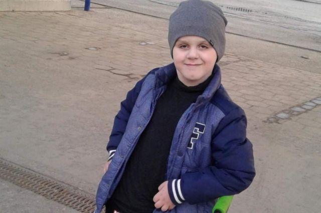 Артём, как все мальчишки, мечтает спасти мир.