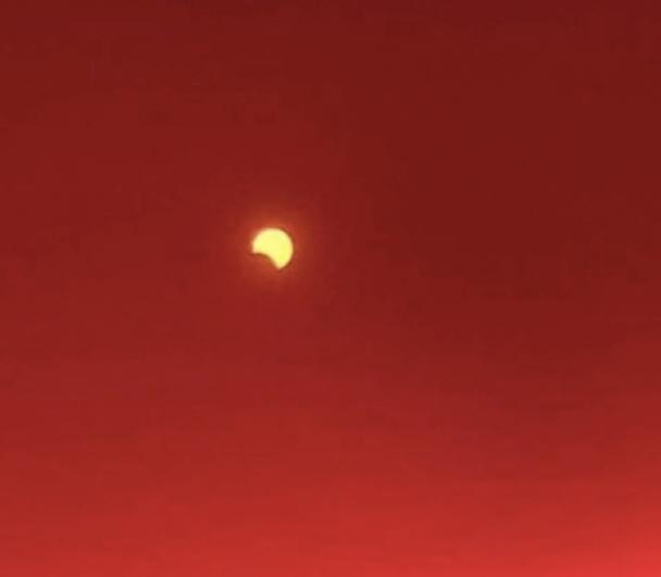 Интересно, что это было самое длинное солнечное затмение вплоть до 2027 года.