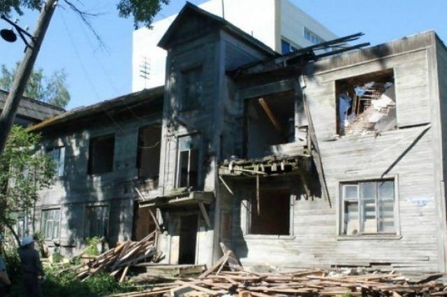 Стабильность в Архангельске: медленно расселяют и годами сносят.