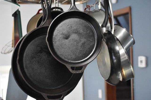 Тюменец украл из магазина восемь сковородок