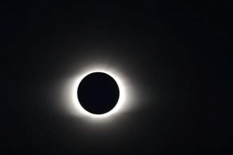 В юго-восточной части Тихого океана, Чили и Аргентине во вторник, 2 июля, наблюдалось полное солнечное затмение. Оно состоялось в 12:22 по Тихоокеанскому времени, 22:22 - по киевскому.