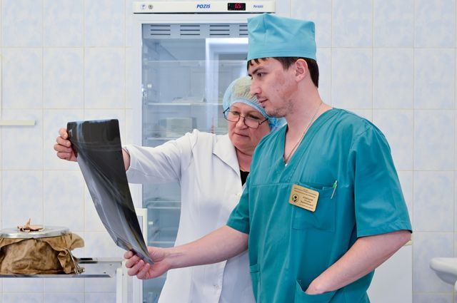 Младший и средний медперсонал прибавки к зарплате особо не почувствовал. Зато нагрузки сильно выросли.