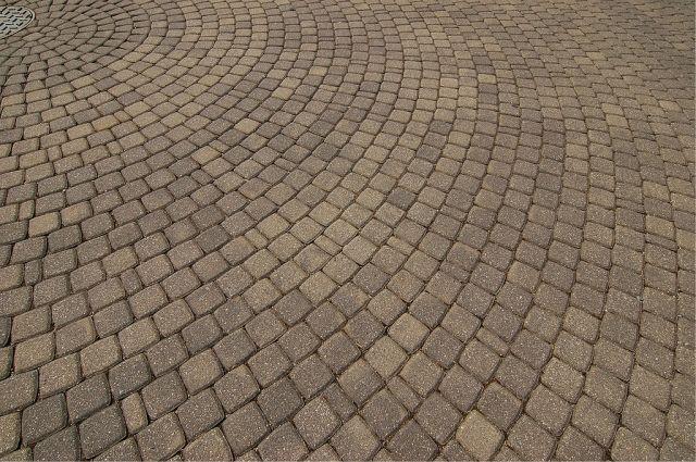 В пос. Лесном строитель увёз на тележке тротуарную плитку на 145 тыс. руб.