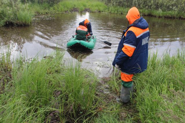 Сотрудники «Ямалспаса» эвакуировали туристов и рыбака