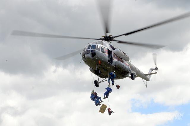На поиски людей вылетел вертолёт «Комиавиатранса» вместе со спасателями «СПАС-Коми».