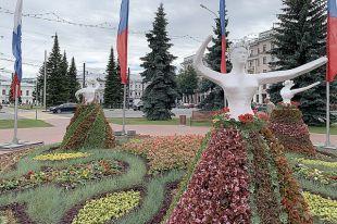 Гипсовые танцовщицы в Ярославле так возмутили горожан, что скульптуры пришлось убрать.