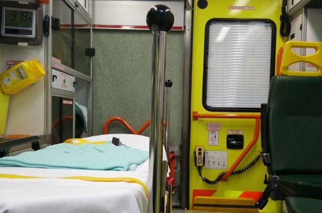 Всех пострадавших отвезли в больницу. Они получили черепно-мозговые травмы, у женщины травмированы ноги, дети находятся на аппаратах искусственной вентиляции лёгких.