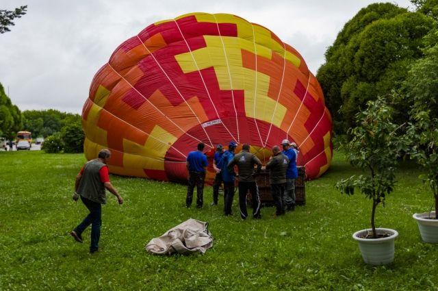 Ежедневно каждый экипаж, участвующий в воздушных соревнованиях, совершает два вылета.
