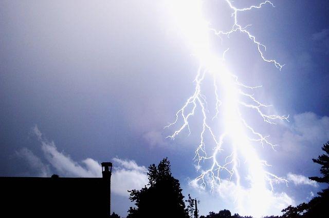 В Ноябрьске молния ударила в трансформаторную подстанцию
