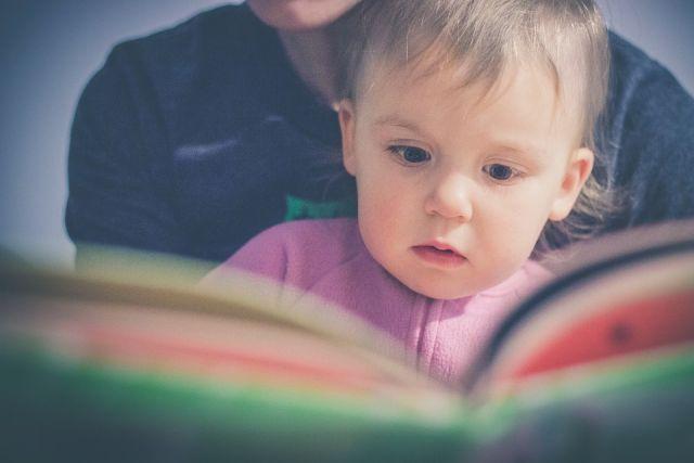 Семейное чтение – отличный способ стать с ребёнком ближе.