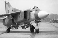 Истребитель-ракетоносец МиГ-23.