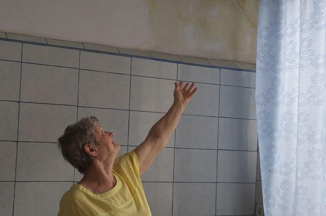 «Я живу в этом доме почти 38 лет, но такого не было никогда».– рассказывает хозяйка квартиры Галина Вилячкина.