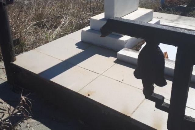 В Гае задержаны вандалы, кравшие оградки с могил.