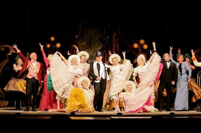 Оперетта - это много музыки и ярких эмоций.