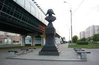 Памятник адмиралу Ушакову. Метро «Бульвар Адмирала Ушакова», Южное Бутово.