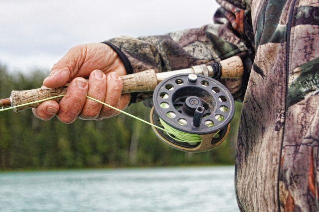 Сотрудника Росрыболовства потребовал у мужчины прекратить рыбачить, однако мужчина проигнорировал его замечание.