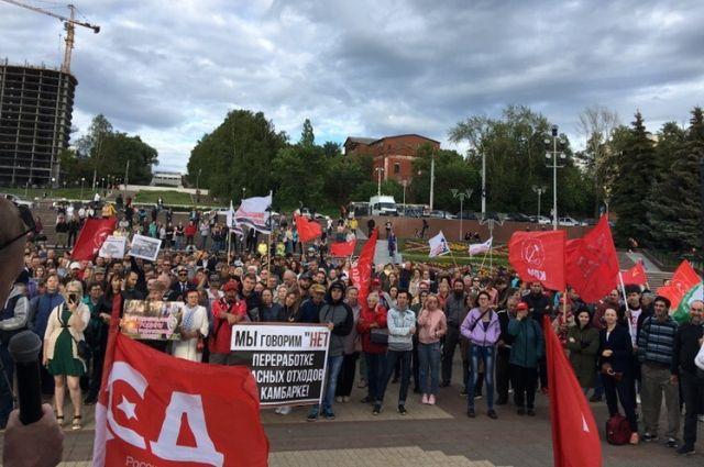 Около тысячи ижевчан вышли на митинг против «завода смерти» в Камбарке