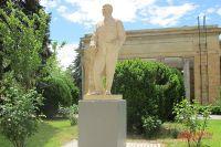 Памятник Иосифу Сталину в Грузии.