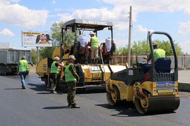 В Орске ведется ремонт дорог в пер.Дмитриевском.