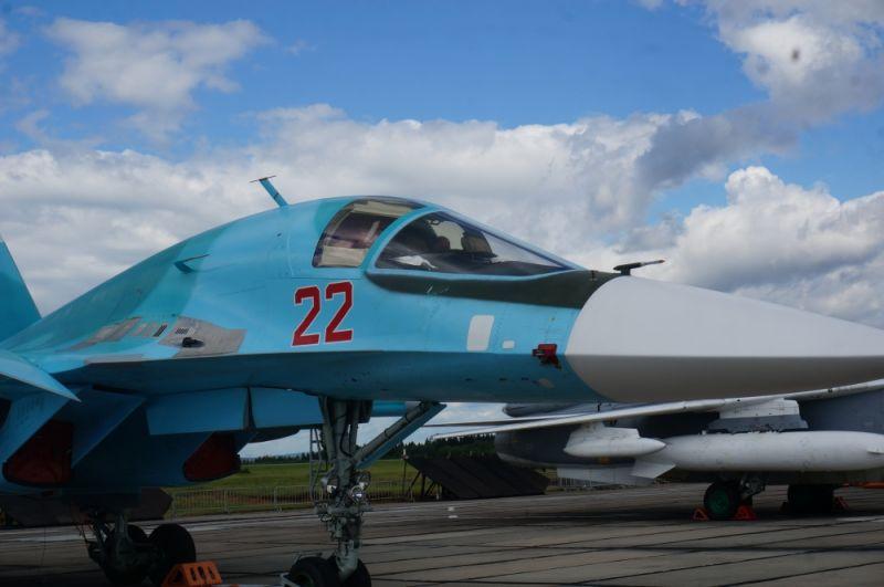 Су-34 — российский многофункциональный сверхзвуковой истребитель-бомбардировщик.