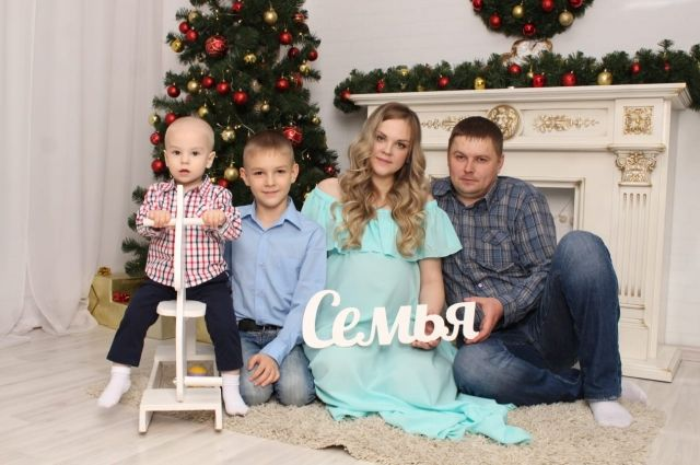 Не так давно в семье было только два сына. А теперь - три. И лапочка-дочка.