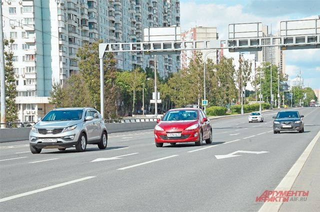 Для улучшения транспортной ситуации в районе было построено 2 развязки.