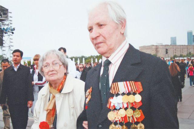 Михаил Васильевич с женой Валентиной Гавриловной напраздновании ДняПобеды.