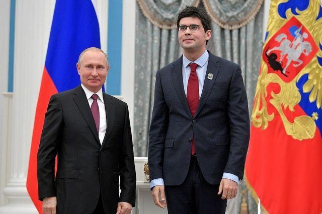 В марте 2019 года Валентин Урюпин (справа) получил премию Президента РФ для молодых деятелей культуры.