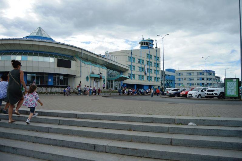 Речпорт города Ханты-Мансийска стал местом притяжения горожан в этот день.