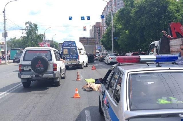 На место аварии выехали сотрудники ГИБДД для установления всех обстоятельств произошедшего.
