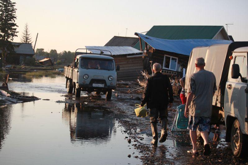 Жители города Тулун Иркутской области, пострадавшего от паводка.
